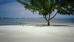 Útila - Image: Útila Public Beach 2