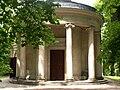 Świątynia Diany w parku w Arkadii, woj. łódzkie.jpg