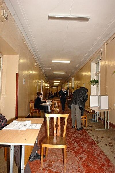 File:Выборы в думу РФ 5ого созыва, избирательные участки 1727 1728 (2).jpg