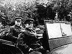 Командующий Воронежским фронтом генерал армии Н.Ф. Ватутин объезжает войска.jpg