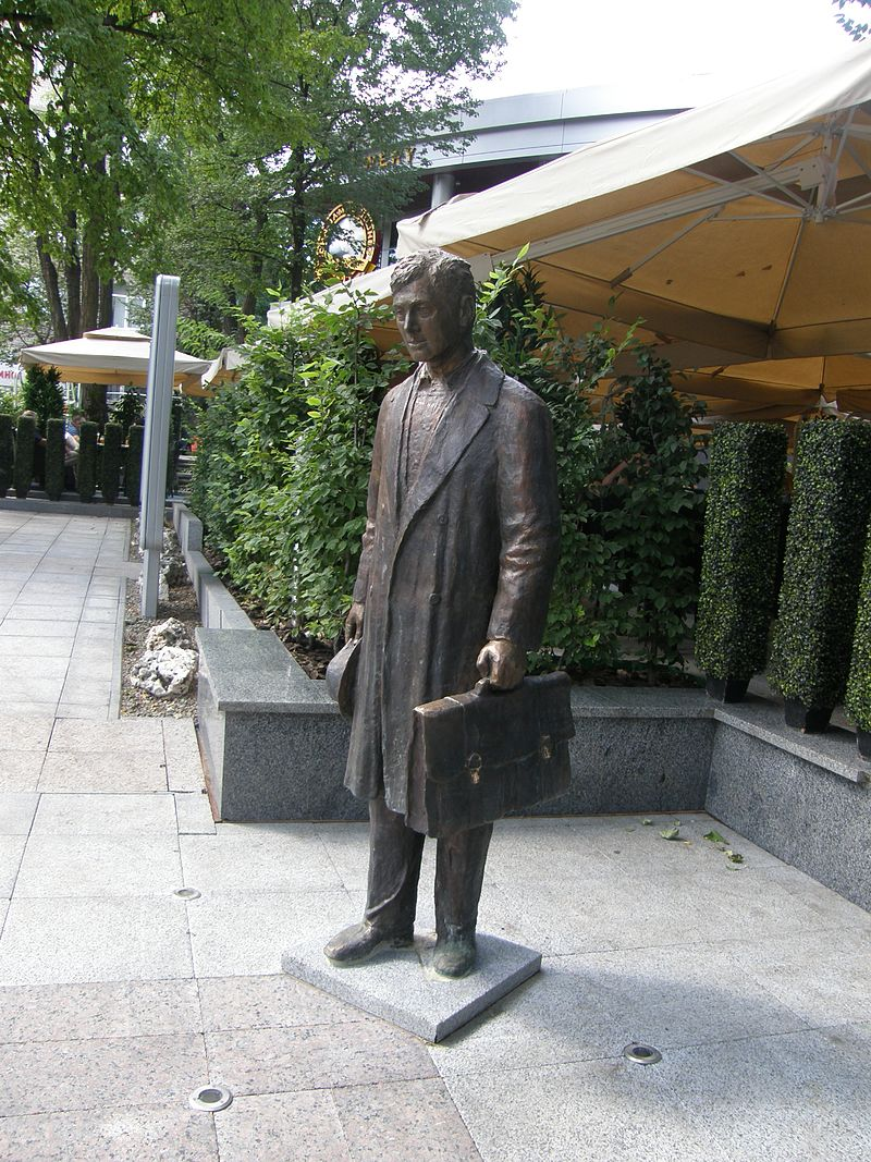 Monument to the insurance agent 009.jpg