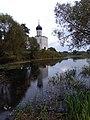 Храм у реки.jpg