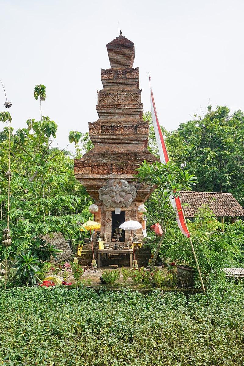 022 Pura Majapahit Candi from Front (40422810212).jpg