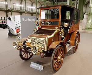 Arrol-Johnston - 3-cylinder car from 1904, on display in Paris.
