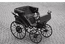 1888 Flocken Elektrowagen offen sw.jpg