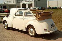 Škoda 1102 s karoserií tudor-kabriolet.
