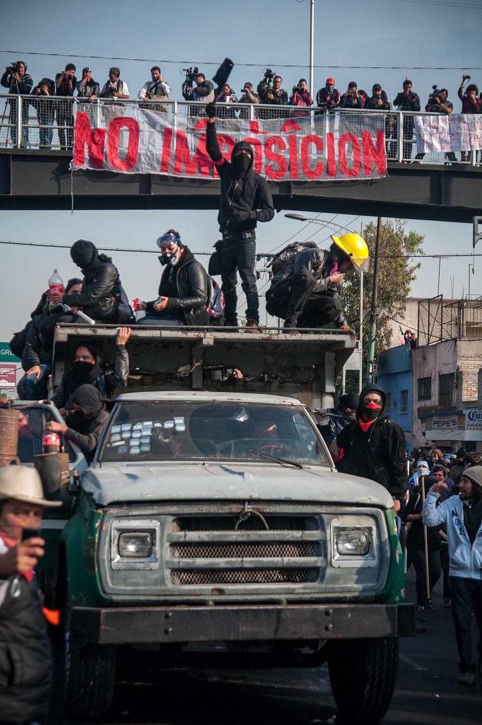 1DMx Represión en San Lázaro