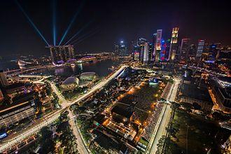 Marina Bay Street Circuit - Image: 1 singapore f 1 night race 2012 city skyline