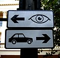 2005-09-18 - London - Buckingham Sign - Cars Right - Eyes Left (4888315664).jpg