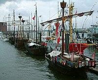 2007 05 13 4 Koggen beim HH Hafenfest.JPG