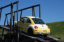 2008-08-11 Unloading a VW New Beetle 2.jpg