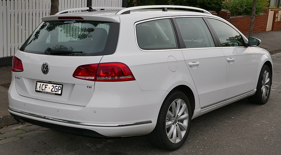 2014 Volkswagen Passat (3C MY15) 118TSI station wagon (2015-11-11)