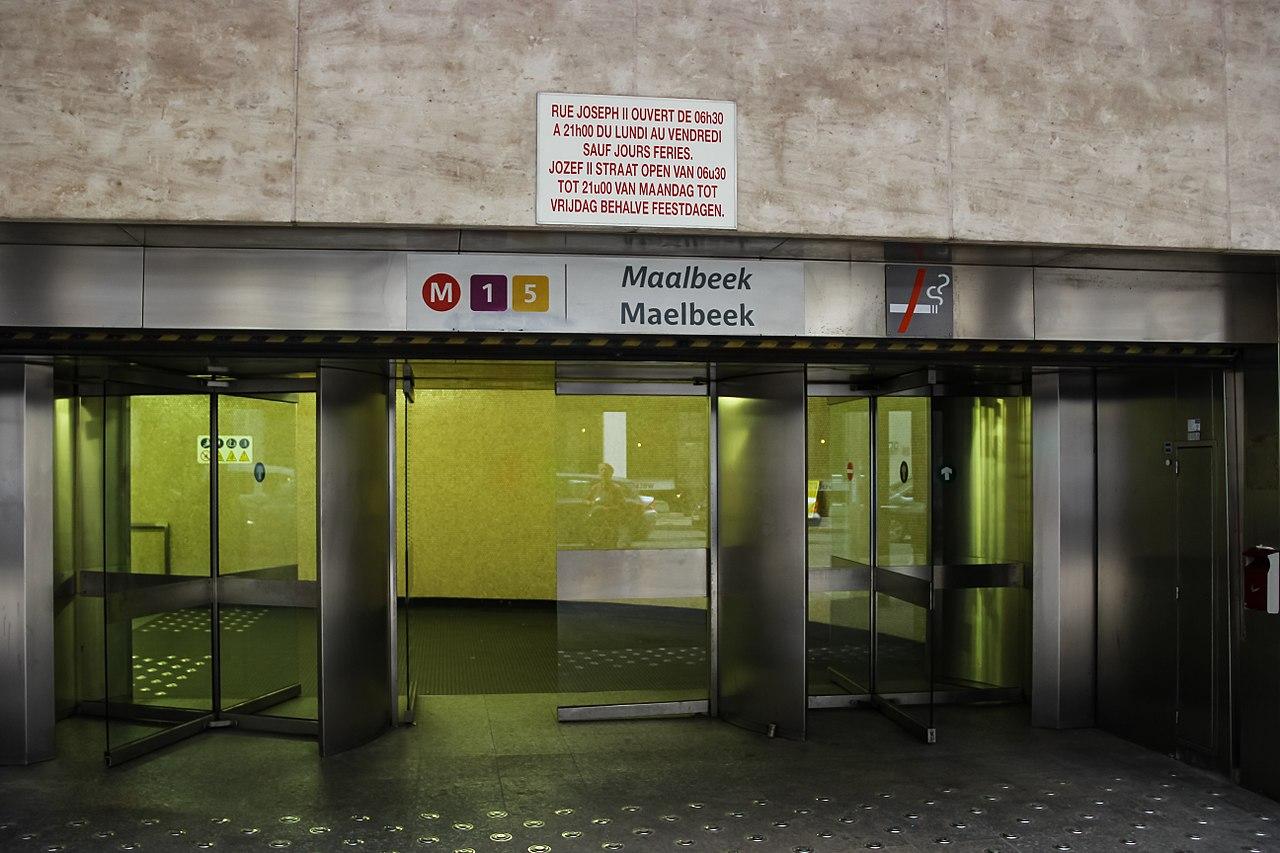 File:2017-10-17-bruessel-europaviertel-metro-station-maalbeek ...