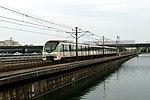 201806302号线列车接近浦东国际机场站.jpg