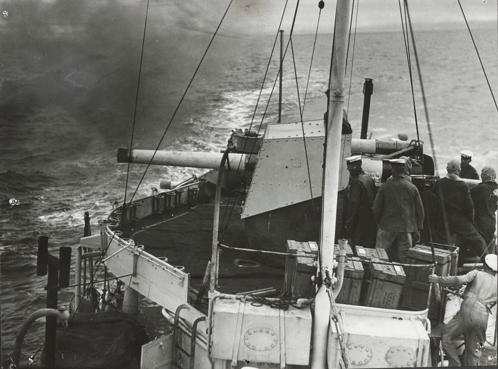 4 inch gun on HMAS Vampire 1938 SLV.jpeg