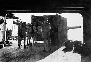 RMS Laconia (1921) - Australians manning a 6-inch gun, 22 March 1942