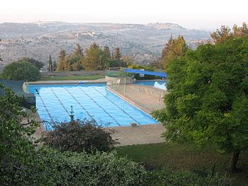 A Pools אדמית 1.jpg
