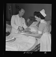 A student nurse assists the doctor in changing the dressing 8b09884v.jpg