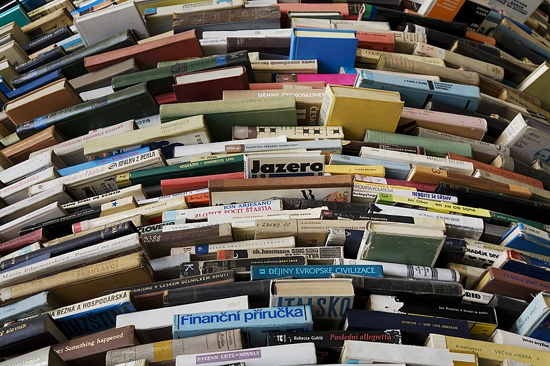 File:A tower of used books - 8443.jpg