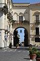 Acireale, Arco del Vescovato. - panoramio.jpg