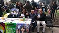 Adherentes del Partido Igualdad recolectando firmas.jpg