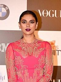 Aditi Rao Hydari at Vogue Women Awards 2017.jpg