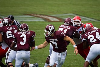 2007 Texas A&M Aggies football team - McGee hands off to Goodson