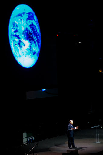 Gore's speech on Global Warming at the University of Miami BankUnited Center, February 28, 2007 Al gore presentation.jpg