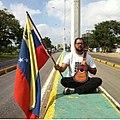 Aldo De Vivo, protestando en la Av. Intercomunal Andres Bello, Estado Anzoategui, Venezuela.jpg