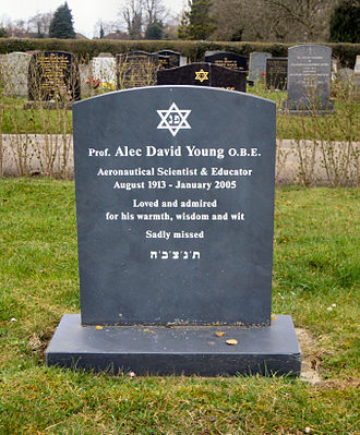 Cambridge City Cemetery - Image: Alec Young Grave