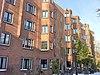 foto van Bouwblok van 100 etagewoningen, blok B voor de Algemene Woningbouw Vereniging