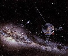Rappresentazione artistica di un'astronave Pioneer in viaggio verso lo spazio interstellare.jpg