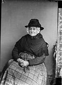 An old woman, Gwar-y-llyn (Thomas) NLW3362630.jpg