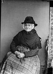 An old woman, Gwar-y-llyn (Thomas)