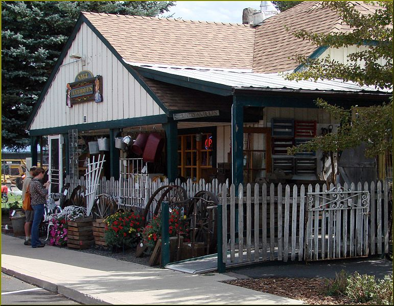 File:Antique Store, Sisters, OR 9-1-13zm (9880043935).jpg