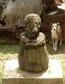Arca Sosok pria duduk dengan selempang dan turban.jpg