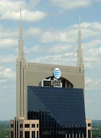 AT&T Building (Nashville) - Image: Att tower top crop