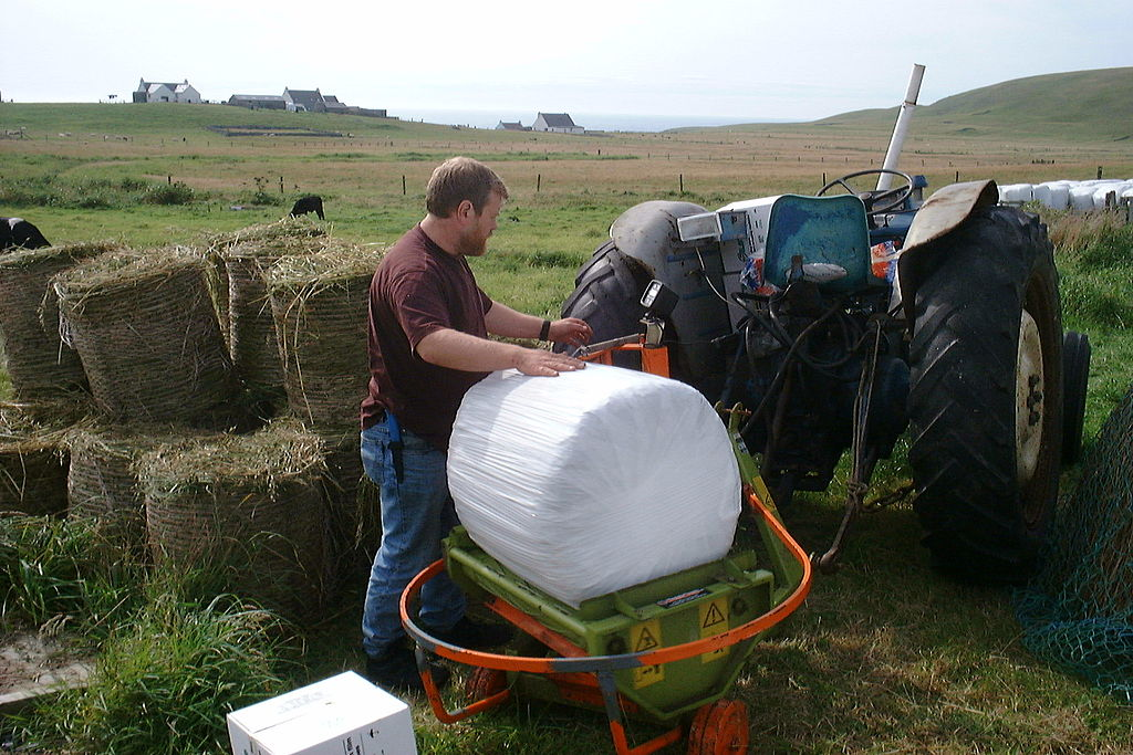 File:Bale wrapping, Fair Isle 2001 - a.jpg - Wikimedia Commons