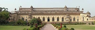 https://upload.wikimedia.org/wikipedia/commons/thumb/f/f0/Bara_Imambara_Lucknow.jpg/400px-Bara_Imambara_Lucknow.jpg
