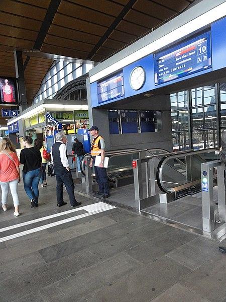 File:Basel Bahnhof SBB 08.jpg