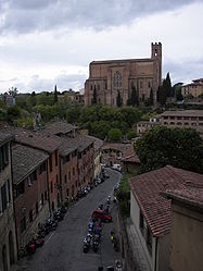 Basilica of San Domenico (Siena) distance.jpg