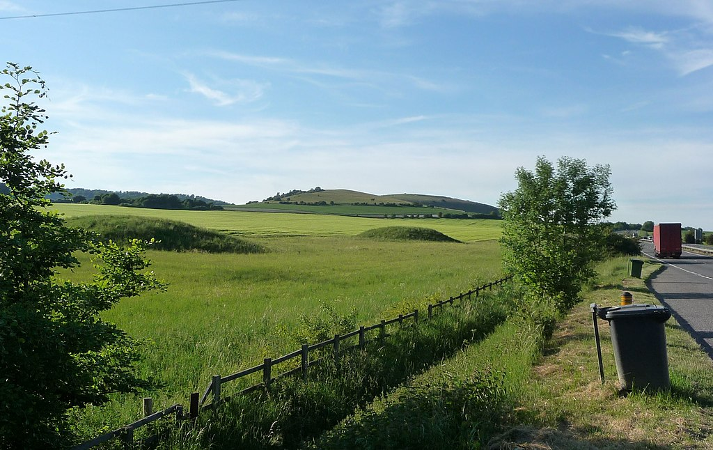 Beacon-hill-seven-barrows-field-from-a34