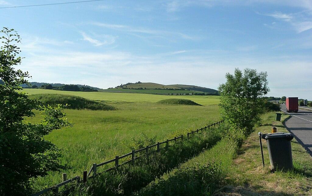 Beacon-hill-seven-barrows-field-from-a34