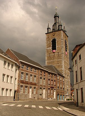 Belfry of Thuin - The belfry of Thuin, lined with old houses