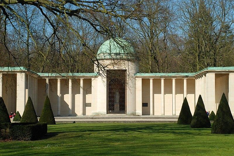 File:Belgique - Bruxelles - Mémorial Reine Astrid - 02.jpg