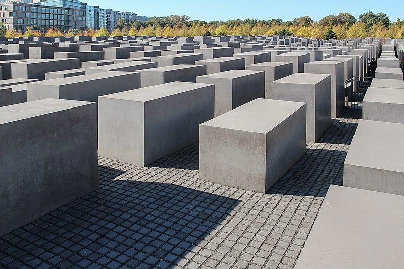File:Berlin, Denkmal für die ermordeten Juden Europas -- 2011 -- 2415.jpg