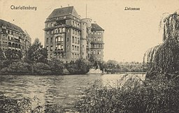 Lietzensee J. Wollstein, Berlin [Public domain], via Wikimedia Commons