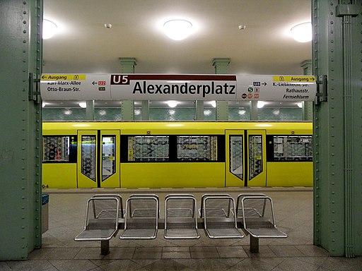 Berlin - U-Bahnhof Alexanderplatz - Bahnsteig der U5 (6904234629)