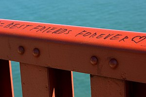 Best friends forever - Image: Best Frends Forever Golden Gate bridge guard rail 166