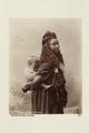 """Bild från familjen von Hallwyls resa genom Algeriet och Tunisien, 1889-1890. """"Kvinna från Bou Saada - Hallwylska museet - 91874.tif"""